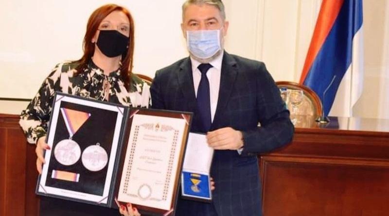 """ЈЗУ """"Дом здравља"""" Градишка одликован """"Медаљом заслуга за народ"""""""